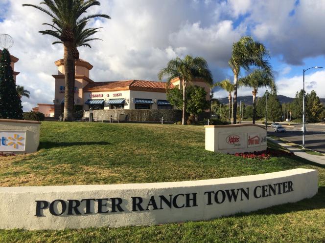 L'entée du centre commercial de Porter Ranch.