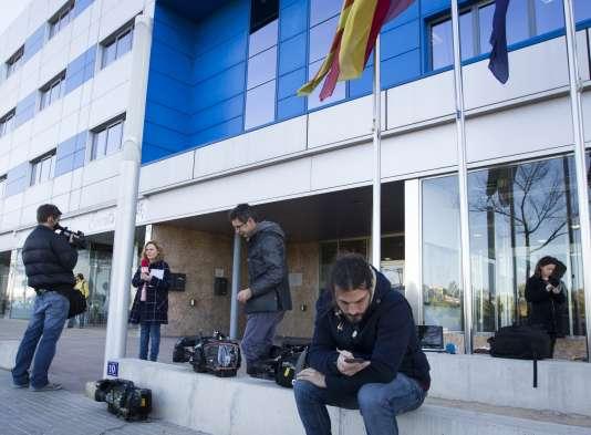 Des journalistes à l'extérieur du tribunal de Palma de Majorque, le 8 janvier 2016.