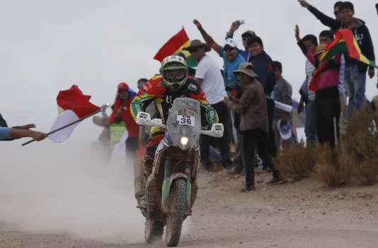 Arrivée de la KTM de Juan Carlos Salvatierra, jeudi 7 janvier à  Uyuni, en Bolivie.