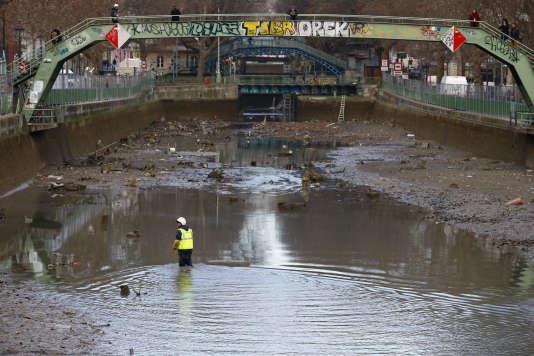 Maintenance du canal Saint-Martin, le 8 janvier à Paris.