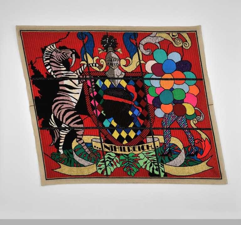 "Tapisserie en fils de laine et tissu du Sud-Africain Athi-Patra Ruga ""Nihil Reich"", 2015."