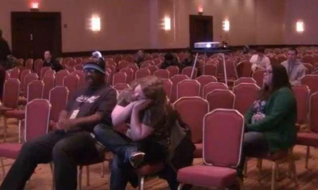 9 heures du matin, la salle de congrès du Hilton Washington Dulles Airport est quasi vide. Les derniers présents ont veillé toute la nuit devant des parties de jeux vidéo.