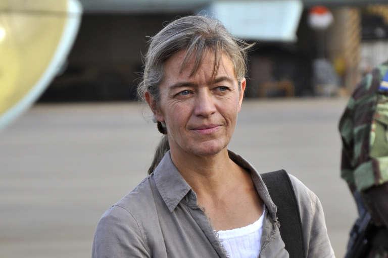 La Suissesse Béatrice Stockly à l'aéroport de Ouagadougou après sa libération en 2012.