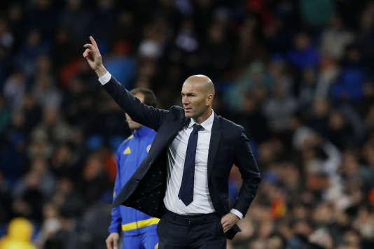 Zinedine Zidane, nouvel entraineur du Real Madrid, pendant le match de son club contre Deportivo La Corogne. Le Real Madrid en est sorti victorieux avec un score de 5-0. Le 9 janvier 2016.