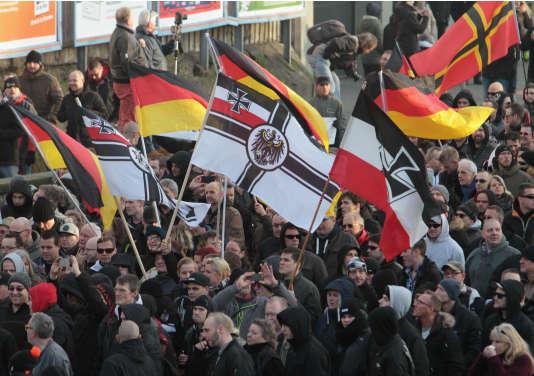 L'extrême droite allemande a tenté de tirer profit à Cologne de cet émoi, en manifestant, samedi 9 janvier, dans une atmosphère très tendue.