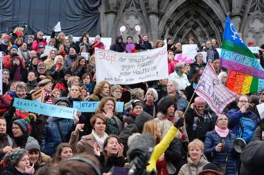 « Nous voulons de nouveau nous sentir en sécurité. (...) Je suis là pour toutes les mères, les filles, les petites-filles, les grand-mères, qui veulent se déplacer en toute sécurité », a expliqué une organisatrice du rassemblement.