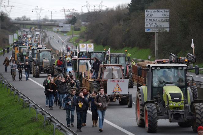 Manifestation, le 9 janvier 2016, contre le projet d'aéroport de Notre-Dame-des-Landes, sur le périphérique de Nantes.