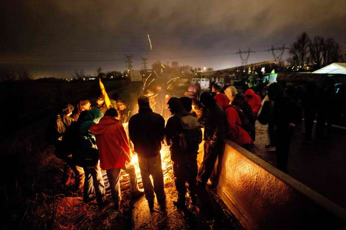 Le 9 janvier 2016 au soir, avant de se faire expulser par la police, les manifestants avaient créé un camp sur le périphérique de Nantes, à l'issue de la manifestation de l'après-midi.