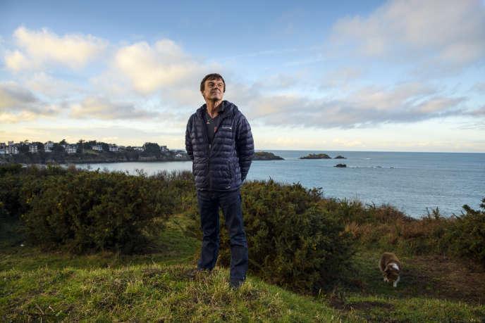 Nicolas Hulot, chez lui, sur la Pointe du Nick à Saint-Lunaire en Ille-et-Vilaine (35).