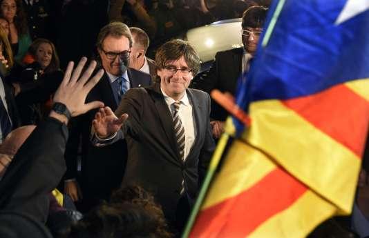 Carles Puigdemont a été élu par 70 voix pour et 63 contre, évitant de justesse l'organisation de nouvelles élections.
