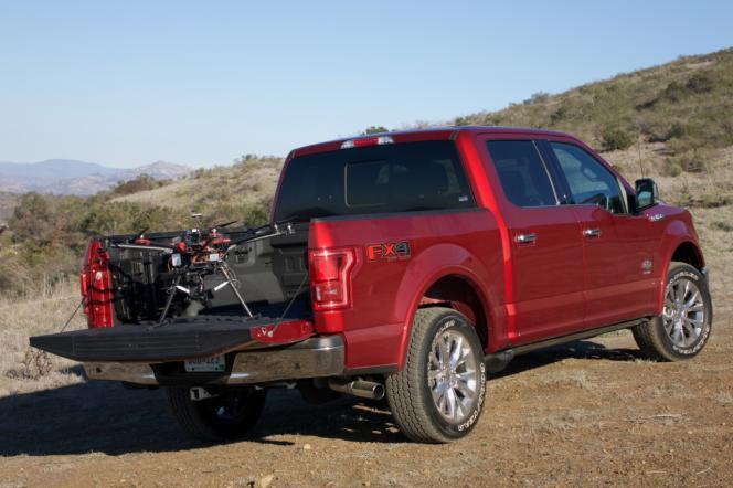 Ford mise sur la technologie drone-véhicule pour améliorer les services d'urgence.