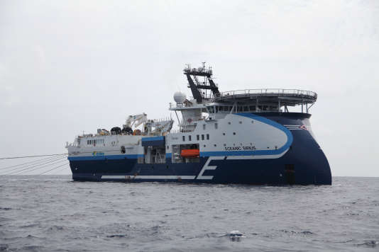 """Le navire """"Oceanic Sirius"""" de CGG pratique des relevés sismiques."""