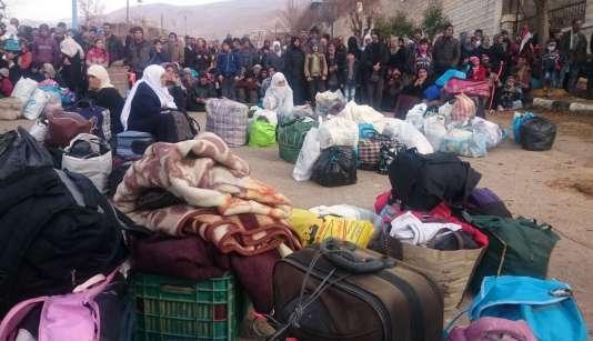 L'arrivée de l'aide se fait dans une ambiance fébrile à Madaya, 40 000 habitants, selon les Nations unies.