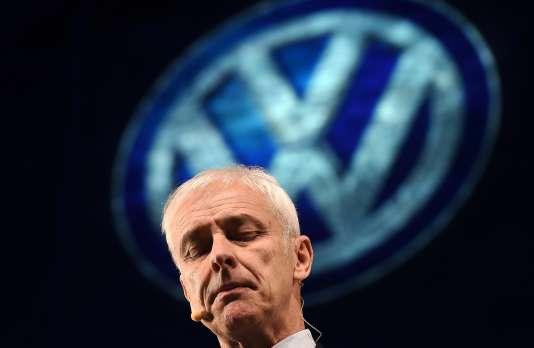 Le directeur général de Volkswagen, Matthias Müller, à présenté ses excuses pour le scandale des logiciels truqués à une conférence de presse, le 10 janvier 2016, au salon de l'autmobile à Detroit (Michigan).