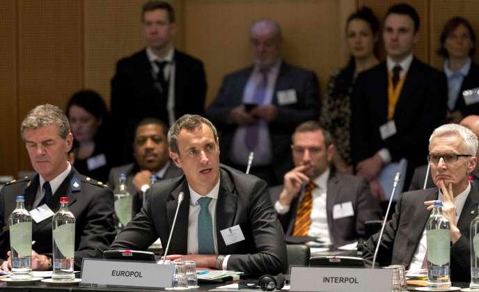 Le directeur d'Europol, Rob Wainwright, lors d'une réunion à La Haye, le 11 janvier.