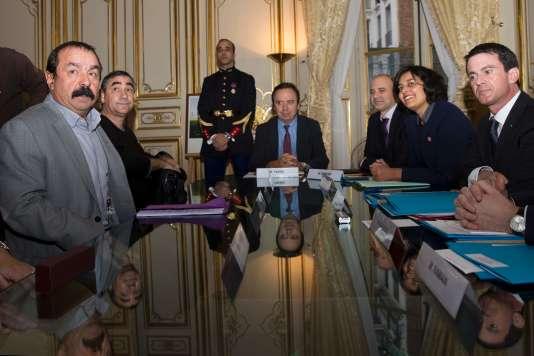 Philippe Martinez, face à Manuel Valls et à Myriam ElKhomri, le 11janvier à Matignon.