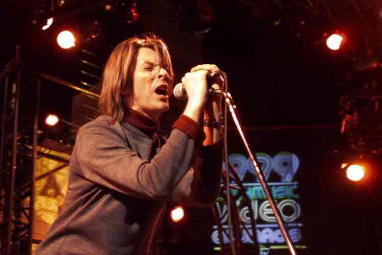 David Bowie au Much Music Video Awards, à Toronto, en septembre 1999. Cette année-là, il reprend en concert ses plus anciens titres.