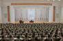 Une image non datée diffusée par l'Agence centrale de presse nord-coréenne le 10 janvier sur laquelle le dirigeant coréen Kim Jong-un s'adresse à un parterre de militaires à Pyongyang.