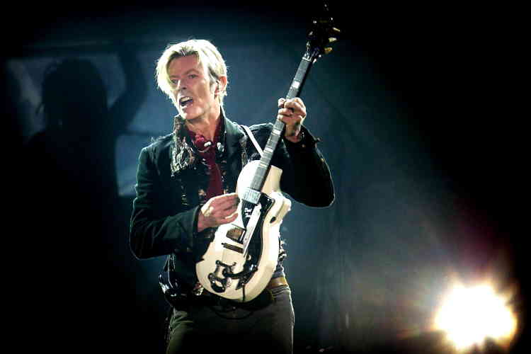 L'artiste, sur scène le 7 octobre 2003, pour la tournée de son vingt-quatrième album, «Reality», à Copenhague, au Danemark.