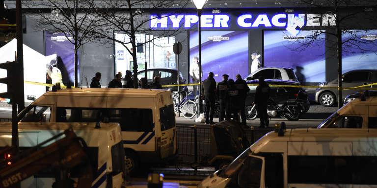 L'assaut donné par la police à l'Hyper Cacher de la porte de Vincennes, à Paris, le 9 janvier 2015.