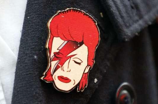 De nombreux fans ont rendu  hommage à David Bowie, mort à 69 ans, le 10 janvier.