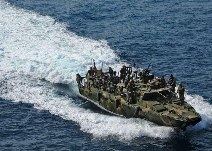 Cette photo fournie par l'armée américaine montre un bateau similaire à ceux appréhendés par l'armée iranienne dans le golfe Persique.
