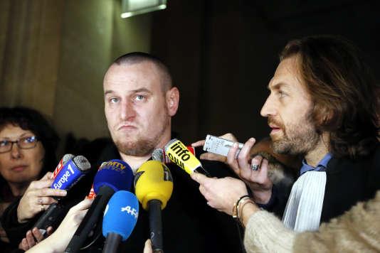 Marc Machin « a été interpellé par la brigade d'exécution des décisions de justice (BEDJ), dans un hôtel du IXe arrondissement de Paris lundi après-midi», a indiqué une source policière.