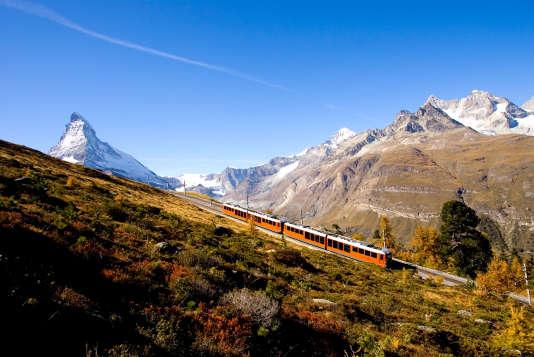 Le train à crémaillère de Zermat grimpe en une demi-heure jusqu'au Gornergrat, à 3 089 mètres d'altitude. A l'arrière-plan (à gauche), le Cervin.