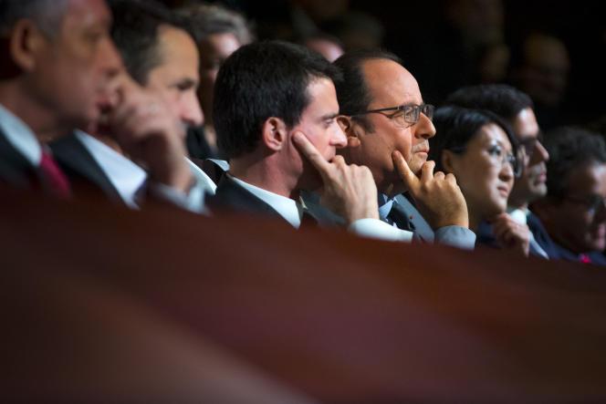 François Hollande et Manuel Valls à la Maison de la Radio à Paris le 11 janvier 2016.