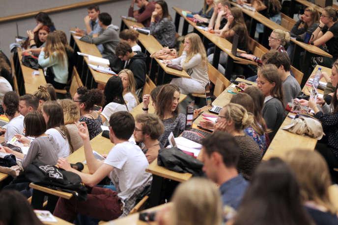 Premier cours de rentrée à l'université de Caen, en septembre 2015.