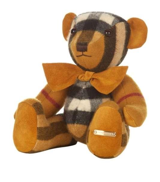L'ourson Thomas de Burberry, une peluche en cachemire, est vendu entre 540 et 580 euros.