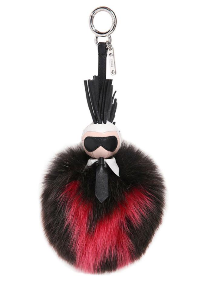 L'accessoire Karlito, à l'effigie du directeur artistique de Fendi, Karl Lagerfeld.