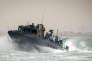 Un bateau de la marine américaine, similaire à ceux qui ont dérivé dans les eaux iraniennes mardi 12 janvier, patrouille dans le Golfe persique en octobre 2015.