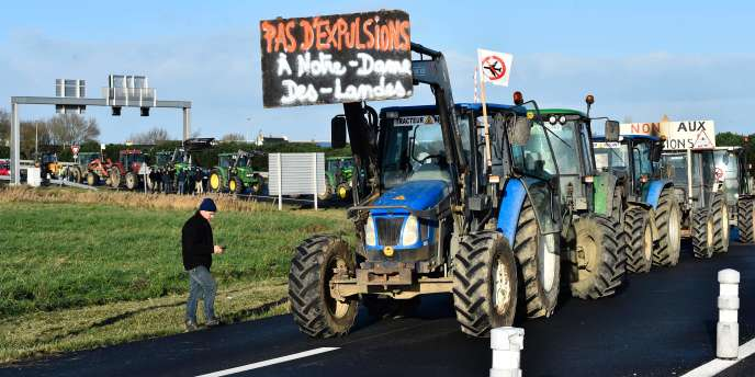 Tracteurs contre le projet d'aéroport de Notre-Dame-des-Landes, le 12 janvier 2016.