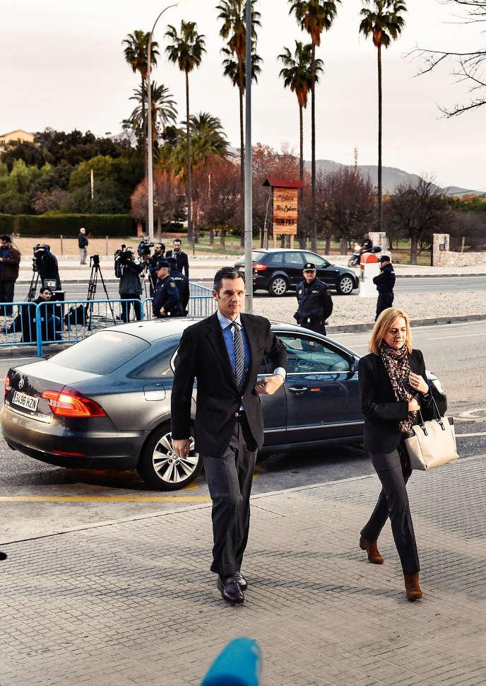 Cristina de Borbón et son mari, Iñaki Urdangarin, le 11janvier, à Palma de Majorque, jour de l'ouverture de leur procès pour corruption.