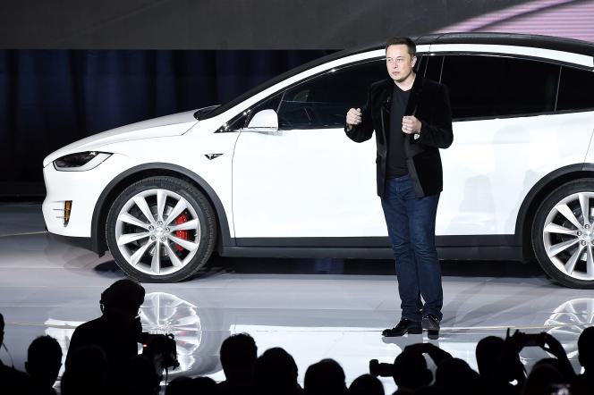« Avec sa Tesla Company, Elon Musk ne pense plus la voiture comme une fin en elle-même, mais réfléchit sur le transport de personnes et les services associés» (Elon Musk le 29 septembre 2015 à Femont, en Californie, lors du lancement du moèle X).