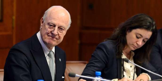 Staffan de Mistura, émissaire des Nations-Unies pour la Syrie lors d'une rencontre avec les représentants des membres permanents du Conseil de sécurité de l'ONU, le 13 janvier 2016 à Genève, en Suisse.