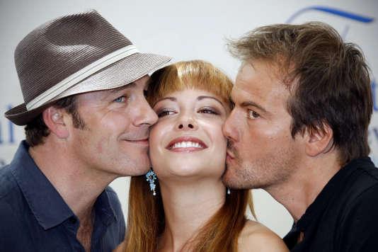 """Serge Dupire, Dounia Coesens et Stephane Henon de """"Plus belle la vie"""" en 2009."""