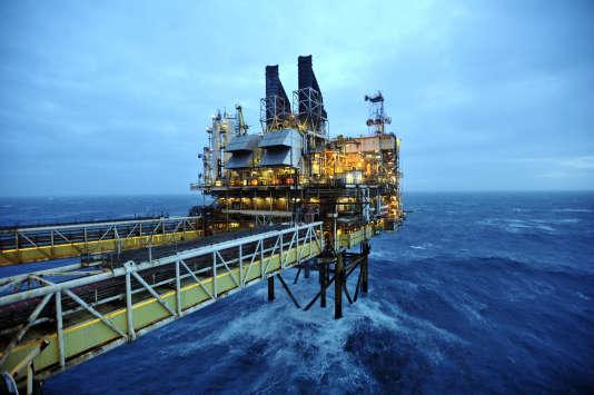 Une plate-forme pétrolière BP, au large de l'Ecosse