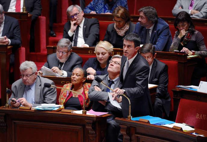 Une partie du banc des ministres à l'Assemblée Nationale lors des questions au gouvernement le 12 janvier 2016.