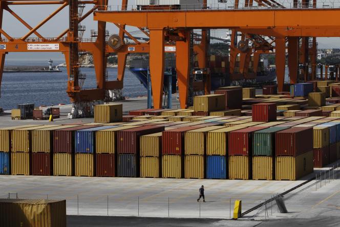 Des conteneurs dans le port du Pirée, à Athènes, le 7 juin 2011.