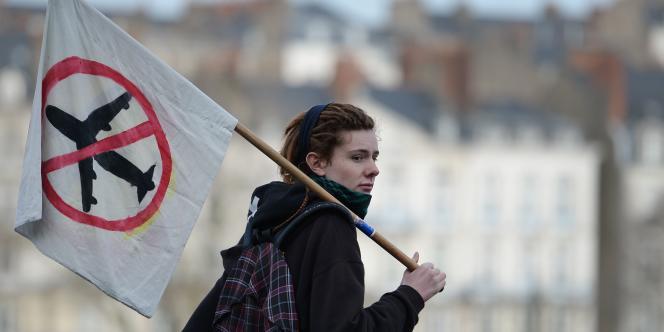 Lors d'une manifestation de soutien aux opposants à l'aéroport de Notre-Dame-des-Landes, le 13 janvier. / AFP / JEAN-SEBASTIEN EVRARD