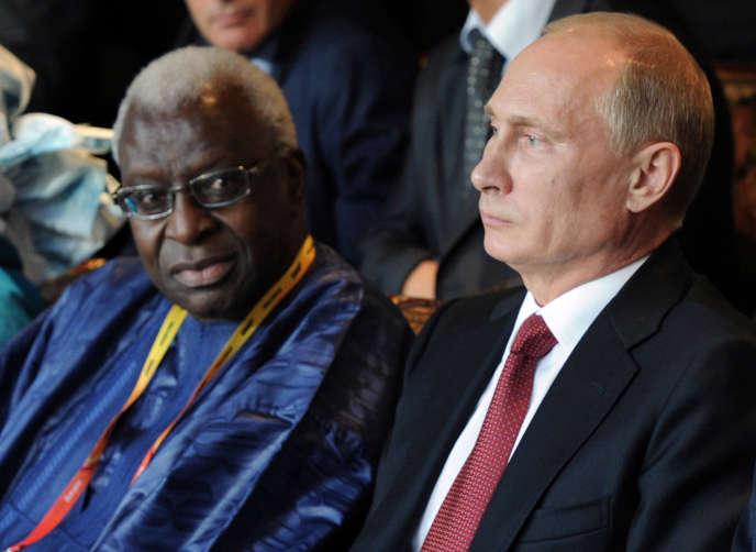En échange de l'indulgence des services antidopage de la fédération internationale d'athlétisme (IAAF), Lamine Diack aurait obtenu des fonds russes pour des campagnes politiques au Sénégal.