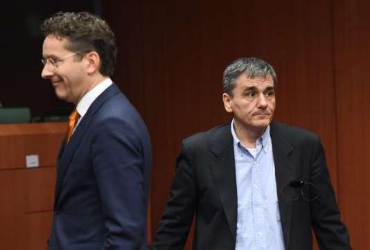 Le président de l'Eurogroupe Jeroen Dijsselbloem et le ministre grec des finances Euclide Tsakalotos à Bruxelles, le 14 janvier 2016.