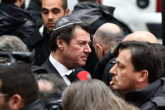 Le président de la région Provence-Alpes-Côte-d'Azur, Christian Estrosi, porte une kippa en soutien à l'enseignant juif attaqué à la machette le 11 janvier.