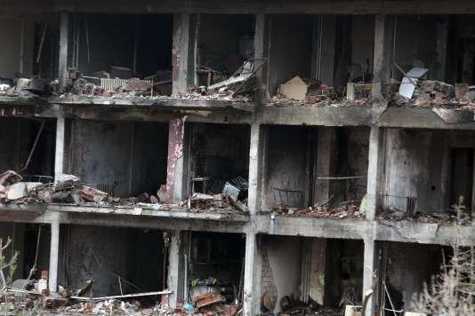 Le commissariat de Cinar, dans le sud-est de la Turquie, détruit par des rebelles kurdes, le 14 janvier.