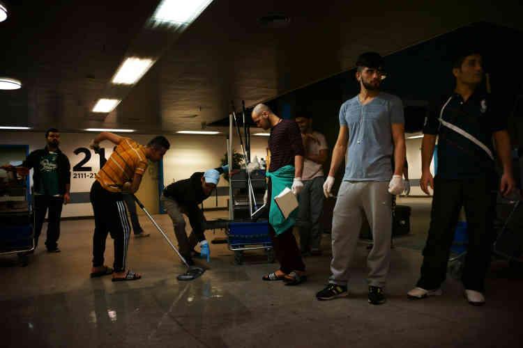 Les réfugiés sont nourris et logés. Ils touchent entre 100 et 200 couronnes (13 et 26euros) toutes les deux semaines et uniquement s'ils participent aux tâches ménagères.