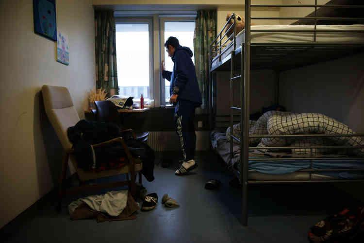 Originaire du Kurdistan, Mohammed vit ici et bénéficie d'une chambre particulière, à cause de problèmes psychiatriques dont il souffre.