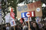 A une manifestation des employés de LCI contre la suppression de poste sur les chaines TF1 et LCI, en octobre 2014 à Paris.