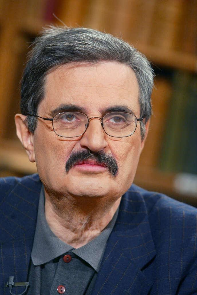 Portrait de l'historien Daniel Lindenberg réalisé sur le plateau de l'émission